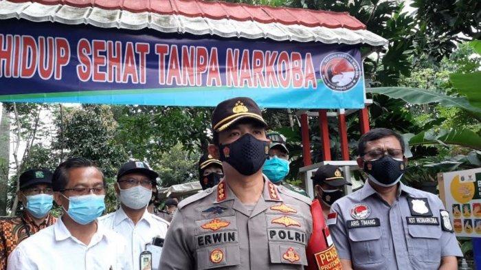 Tinjau Kampung Tangguh Jaya RW 04 Bambu Apus, Kapolrestro Jakarta Timur: Dari 34 Positif Menjadi 3