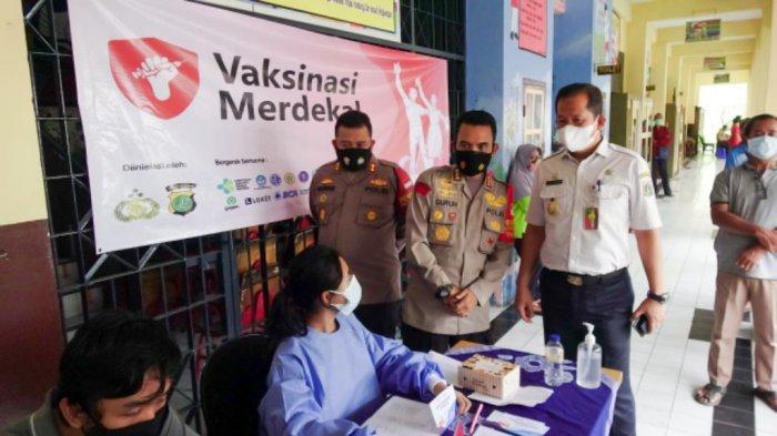 Penjual Ketoprak Antusias Datangi Gerai Vaksinasi Merdeka di Jakut: Biar Ekonomi Lancar Lagi
