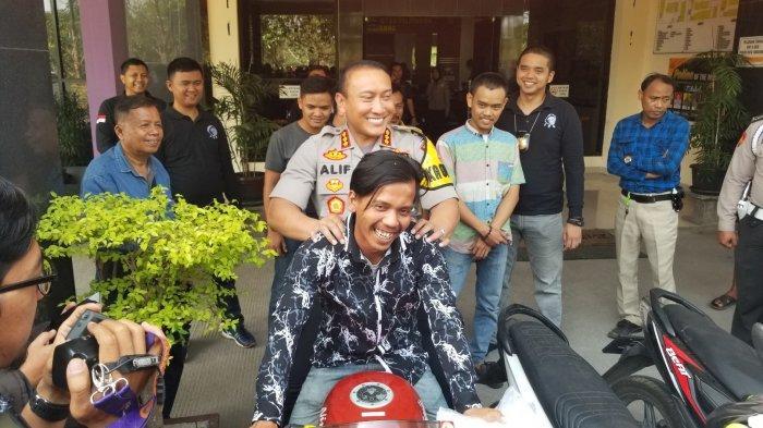 Motor Curian Dikembalikan Sampai Sujud Syukur,Canda Kapolresta Tangerang: Korban Begalnya Jomblo Sih