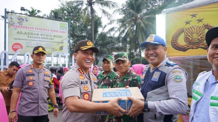 Menjaga Fisik Saat Pengamanan Mudik, Petugas di Tangerang Diberikan Suplemen Kesehatan