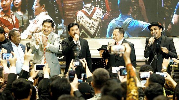 Saat Panglima TNI dan Kapolri Berduet, Nyanyikan Lagu di Pernikahan Putra Ketiga Sabam Sirait
