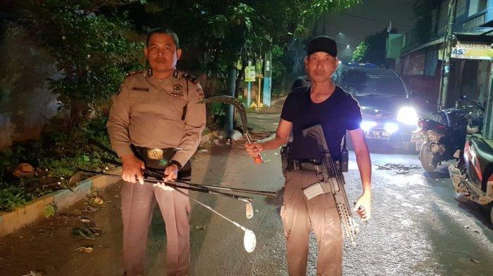 30 Pemuda Tawuran Bawa Senjata Tajam hingga Tongkat Golf di Jalan Daan Mogot