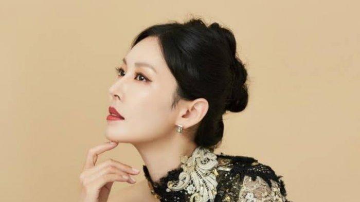Karakter Cheon Seo Jin yang diperankan Kim So Yeon di Drama Korea Penthouse.