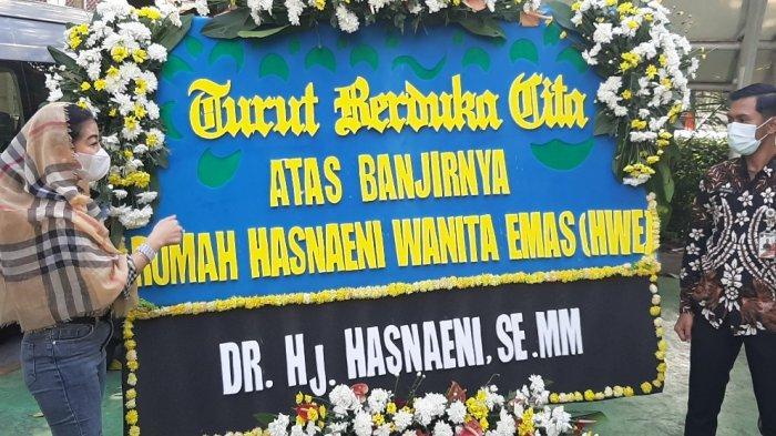 Jakarta Dikepung Banjir, Gubernur Anies Baswedan Dapat Karangan Bunga dari Wanita Emas