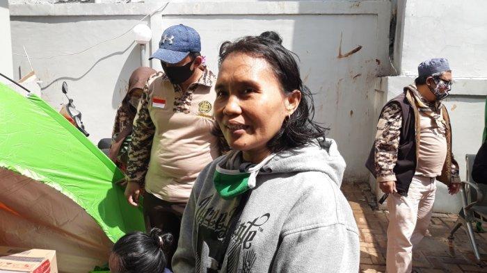 Takut Covid-19, Karsih Pilih Mengungsi ke Rumah Saudara Ketimbang di Pengungsian