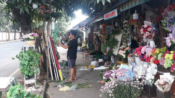 Cerita Pedagang Bunga Rawajati: Dulu Jarang Tidur Sekarang Banyak Nganggur