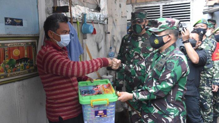 KSAD Berikan Sembako Bagi Warga yang Sedang Isolasi Mandiri di Mampang Prapatan