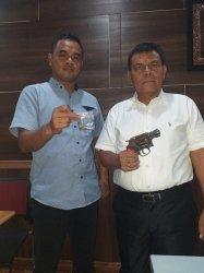 Geledah Pria Diduga Tersangka Narkoba, Polisi Justru Dapati Senjata Api di Jok Motor