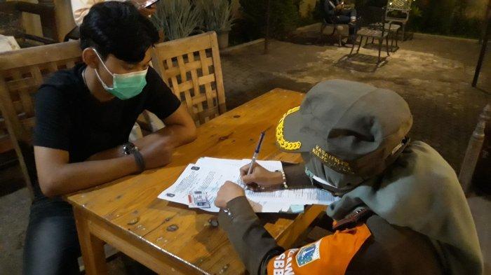 Tak Pakai Masker saat Nongkrong di Cafe Medellin, SIM Pria Ini Ditahan Satpol PP Petukangan Utara