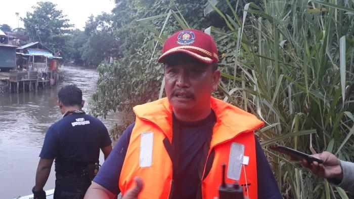 Katulampa Siaga I, Petugas Damkar Jakarta Timur Bersiap Evakuasi Warga di Kali Ciliwung