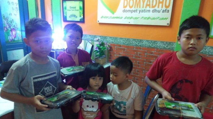 Sejumlah kegiatan sosial di masa pandemi yang dilakukan Warteg Fast di Bintaro dan Warteg Kharisma Elegant di Jati Padang selama bulan Ramadan.