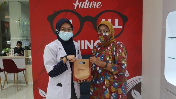 Tebar Kebaikan di Bulan Ramadan, Kasoem Vision Care Donasikan Kacamata Gratis