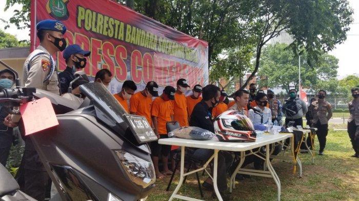 Polresta Bandara Soekarno-Hatta mengungkap kasus penipuan yang menimpa tukang bubur di Terminal 2 Bandara Soekarno-Hatta, Kamis (15/10/2020).