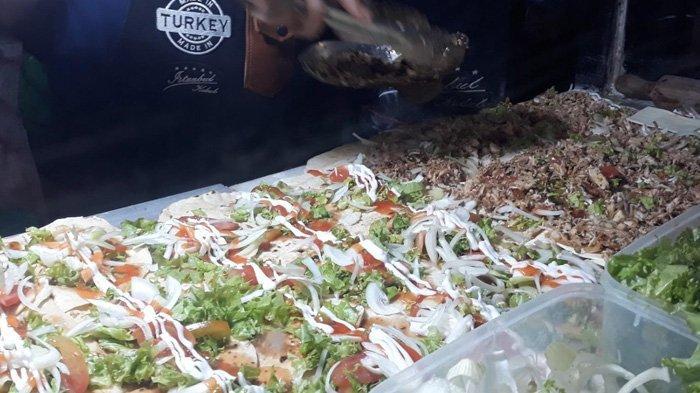 Melihat Kebab Asli Turki Yang Lagi Viral Di Mangga Besar Antrean Bisa Sampai Jam 10 Malam Tribun Jakarta