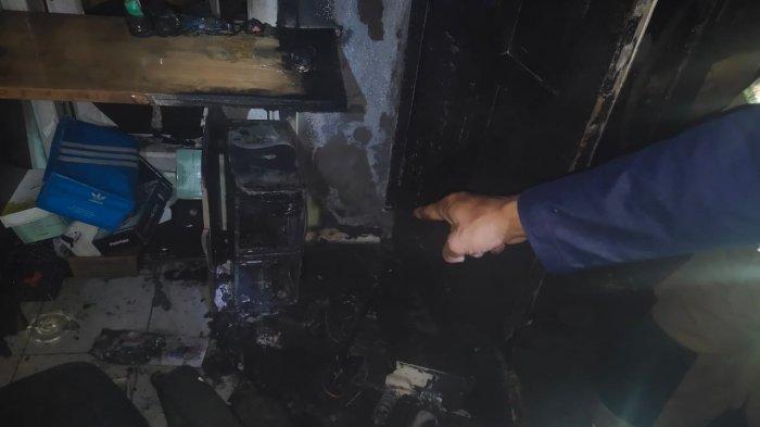 Petugas Berhasil Padamkan Api di Lantai Dua Kantor Mulia Intan, Diduga Berasal Korsleting Komputer
