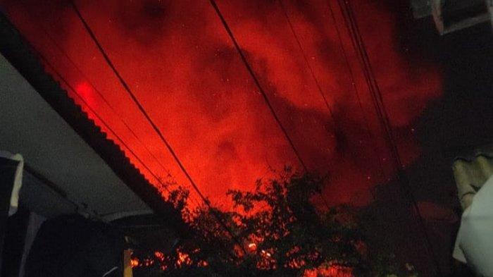 Kebakaran Landa Permukiman Padat Penduduk di Kebon Jeruk Jakarta Barat