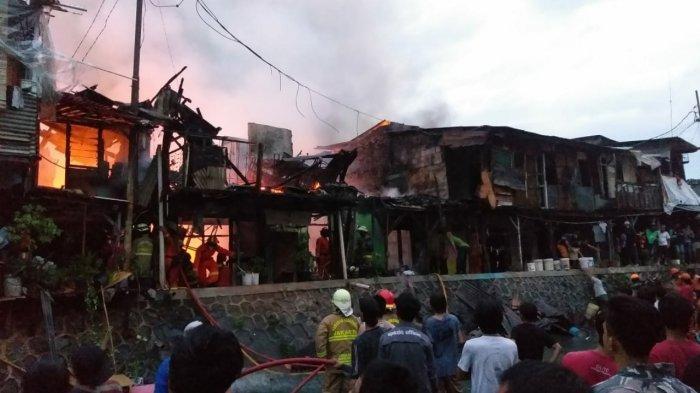 Kebakaran di Permukiman Warga di Tebet Jaksel, 19 Unit Damkar Dikerahkan