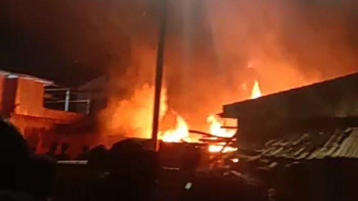 Kebakaran terjadi di Jalan Kalibaru Barat VII, RT 05 RW 04 Kelurahan Kalibaru, Cilincing, Jakarta Utara, Minggu (28/2/2021) malam