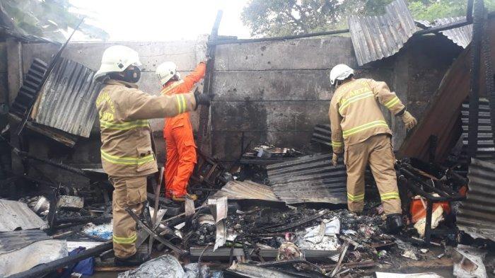 Ledakan Terjadi Saat Asep Nyalakan Kompor Gas, 8 Warung Makan di Samping RS Fatmawati Ludes Terbakar - kebakaran-warung-tenda-di-fatmawati-1.jpg