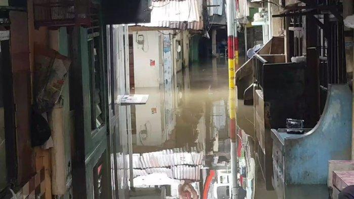 Waspada, Pintu Air Angke Siaga 2: Warga Bantaran Kali Diminta Hati-hati Terhadap Banjir