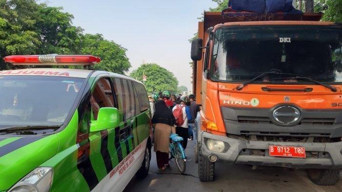 Pengendara Vespa yang Tewas Tabrak Truk Sampah Berhenti di Cakung Ternyata Jurnalis Metro TV