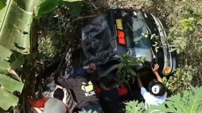 1 Tewas, Kecelakaan Mobil Bak Bawa Rombongan Wisatawan Salah Oper Gigi hingga Masuk Jurang 5 Meter