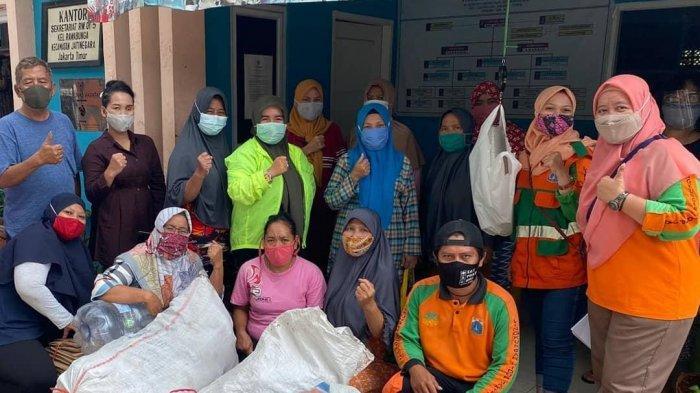 Bank Sampah Nasi Rames Bantu Ekonomi Warga RW 01 Rawa Bunga Di Tengah Pandemi