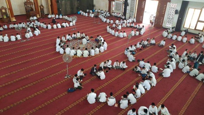Melihat Aktivitas Santri Pondok Pesantren Attaqwa Putra Bekasi Saat Ramadan 2021