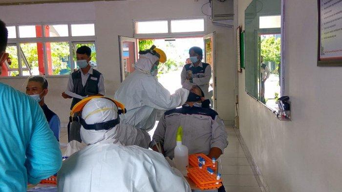 Sebanyak 141 Pemudik Dites Swab Antigen di Pos Pam Bitung Tangerang