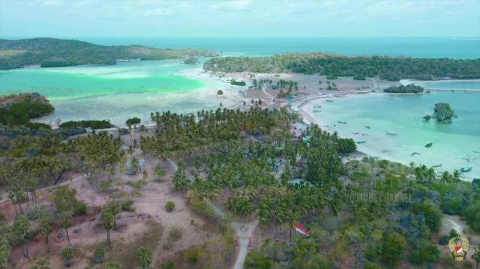 Keindahan alam di Pantai Oeseli yang ada di Kabupaten Rote Ndao, Nusa Tenggara Timur (NTT) yang merupakan batas paling selatan NKRI.
