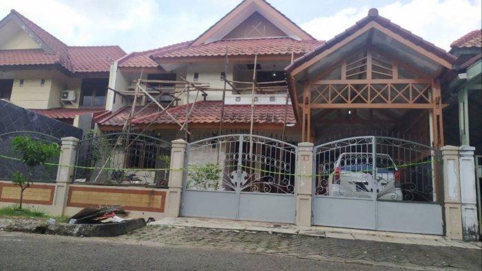 Kejadian berdarah yang merenggut nyawa seorang WNA dan WNI di dalam rumah korban berlokasi di Giri Loka 2, BSD, Serpong, Kota Tangerang Selatan, Sabtu (13/3/2021).