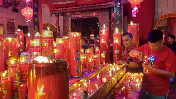 500 Lilin Hiasi Kelenteng Hok Lay Kiong Bekasi Saat Tahun Baru Imlek