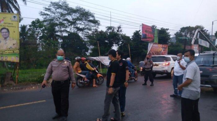 Kelompok debt collector yang dikenal istilah sebutan morbag atau moro bagong di Kabupaten Sukabumi terlibat bentrok dengan salah satu ormas di Jalan Raya Sukabumi-Bogor.