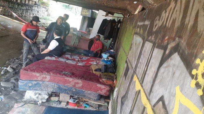 Cerita Satu Keluarga, Dua Tahun Terpaksa Hidup di Kolong Jembatan di Kota Bekasi