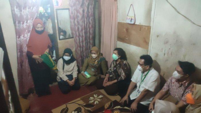 Pertemuan antara pihak keluarga Trio dengan perwakilan dari Kemenkes hingga Dinkes di Buaran, Duren Sawit, Jakarta Timur, Senin (17/5/2021)