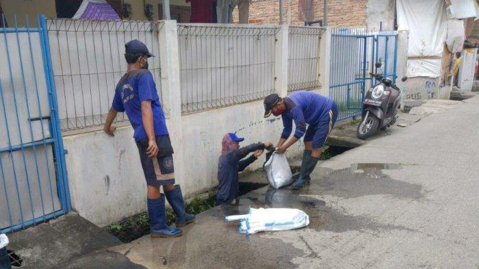 Tutup Laju Air, Lumpur dari Saluran Air Jalan Bendungan Melayu Selatan Dibersihkan