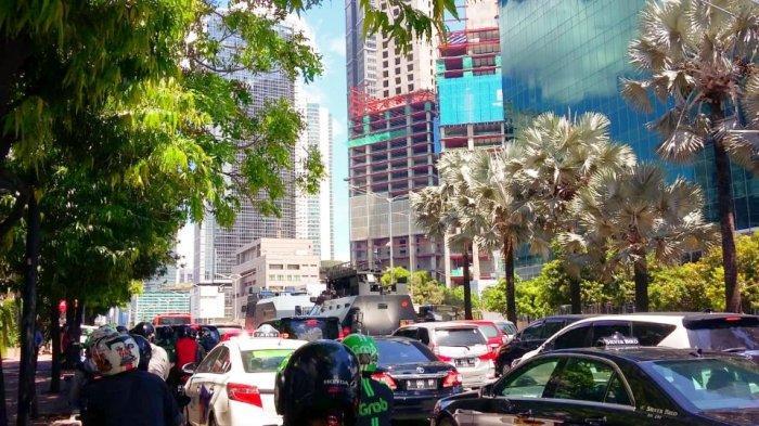 Jalan MH Thamrin Arah Sudirman Macet Imbas Berjubelnya Kendaraan