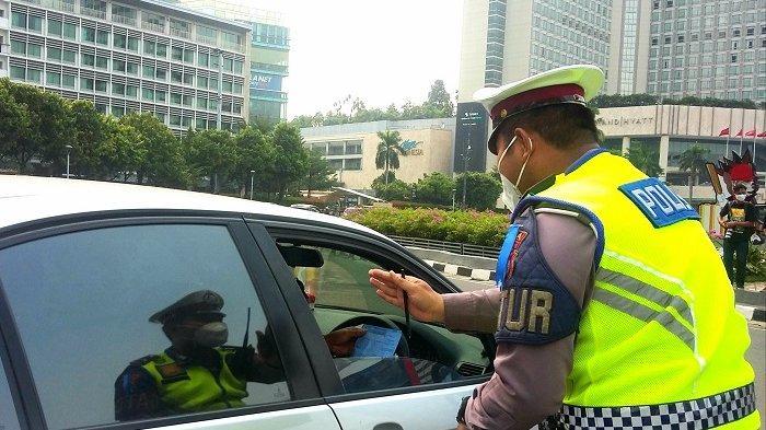 Kena Operasi Ganjil Genap di Jalan Sudirman, Pengendara Mobil: Bisa Bayar di Sini Nggak?