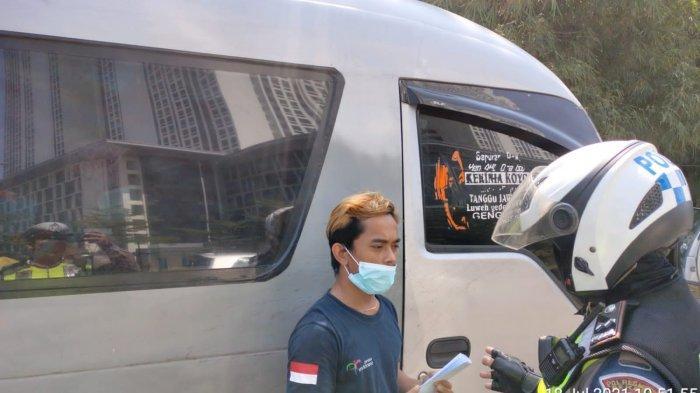 Ketahuan Bawa Penumpang Mudik, 10 Travel Gelap Diamankan Polisi di Akses Masuk Tol Kabupaten Bekasi