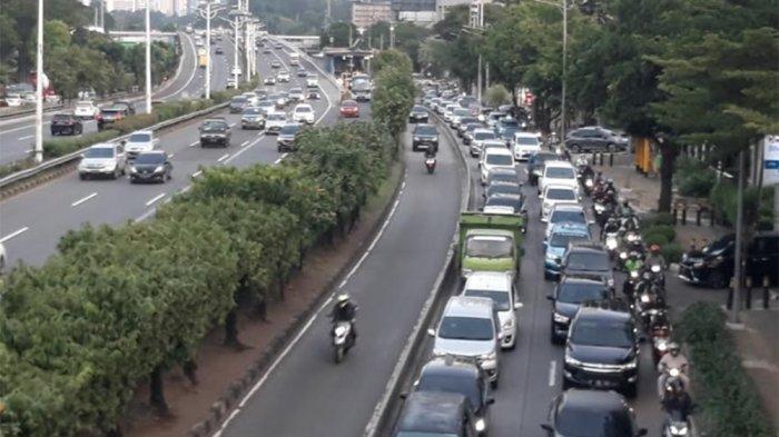 Hari Pertama Perkantoran Beroperasi, Arus Lalu Lintas di Jakarta Barat Meningkat