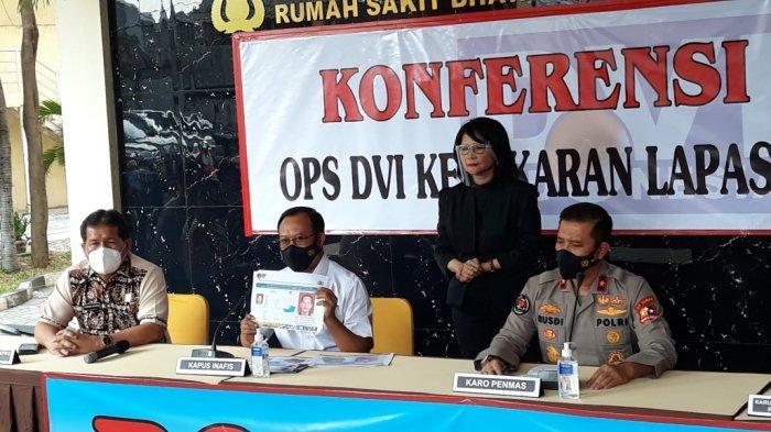 Kepala Inafis Polri Brigjen Mashudi saat menunujukkan hasil identifikasi sidik jari jenazah narapidana Lapas Kelas 1 Tangerang, di RS Polri Kramat Jati, Jakarta Timur, Jumat (10/9/2021).