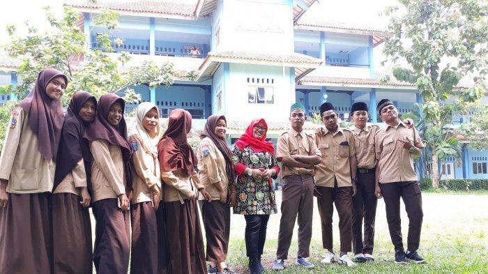 Ajarkan Kedamaian Islam, Sekolah di Ciputat Tangerang Selatan Ini Tampung Pelajar Mualaf