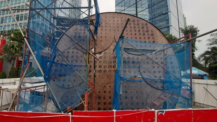Kerangka pembangunan Tugu Sepeda, di Jalan Sudirman, Menteng, Jakarta Pusat, Minggu (11/4/2021).