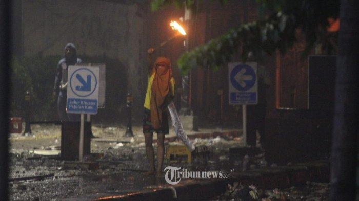 Soroti Cara Perusuh Lempar Molotov, Hermawan Sulistyo Sebut Perancang Ricuh 22 Mei Profesional