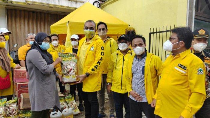 Ketua DPD Golkar Jakarta Terjun Langsung Bantu Pengungsi Banjir di Ibu Kota