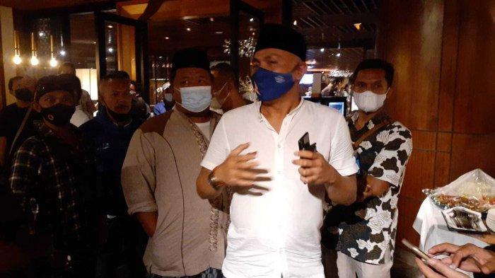 Massa Loyalis AHY Geruduk Acara HUT Tandingan Partai Demokrat Tak Berizin di Tangerang