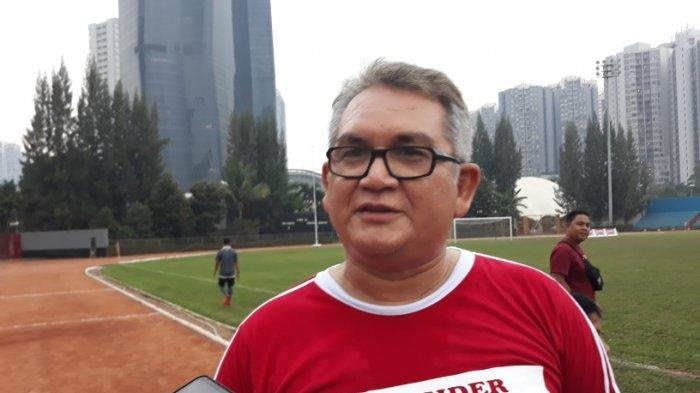 Ketua Umum The Jakmania, Tauhid Indrasjarief atau Bung Ferry saat ditemui di kawasan Kuningan, Jakarta Selatan.