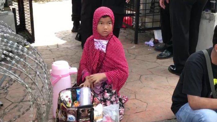Cerita Keysha, Penjual Kopi Keliling Ketika Sidang Rizieq Shihab: Kemauan Sendiri dan Ingin Mandiri