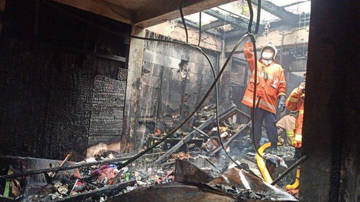 Kios Tahu Tempe dan Sembako di Pasar Induk Kramat Jati Terbakar, Damkar Kerahkan 14 Unit Mobil Pompa