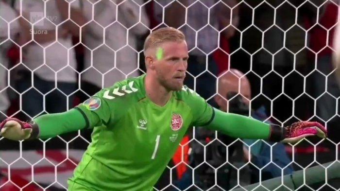 UEFA Dakwa Inggris Buntut Peristiwa Laser ke Wajah Kasper Schmeichel